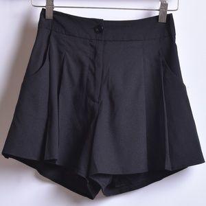 Bebe High Waist Pleated Shorts, Sz 00